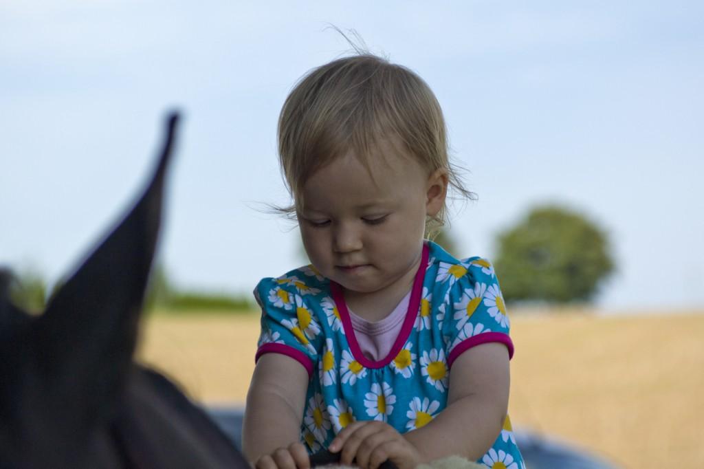 Kinder und Pferde - irgendwie scheint es da eine ganz besondre Verbindung zu geben!
