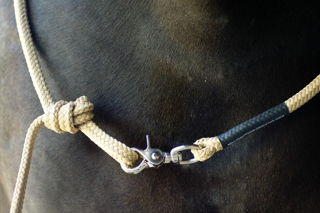 So verwende ich mein Seil als Halsring inklusive Strick - eine ganz einfache und schnelle Lösung.