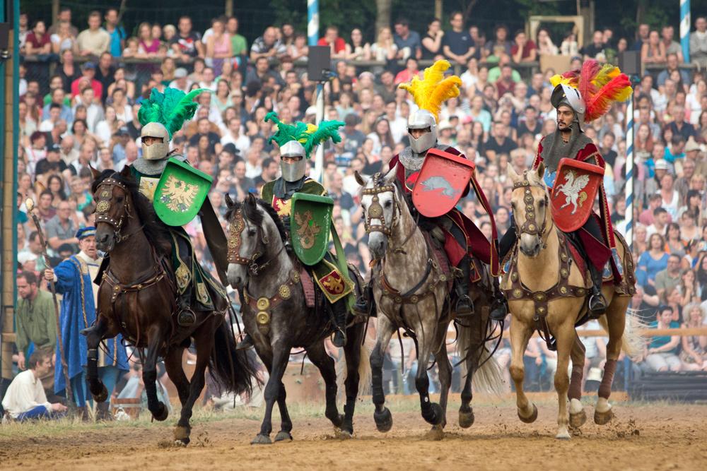 Die Kaltenberger Ritterspiele erfreuen sich großer Beliebtheit und weltweiter Bekanntheit. Ich bin heute eingeladen, um ein Blick hinter die Kulissen zu werfen...